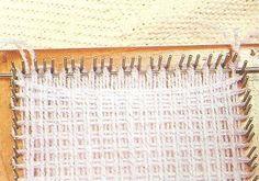 Telares Cachicadán: Prendas Telar Cuadrado Muchas explicaciones y ejemplos para tejer en diferentes telares. Yarn Crafts, Diy And Crafts, Arts And Crafts, Knifty Knitter, Loom Knitting, Weaving Techniques, Squares, Crocheting, Weave