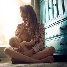 Because it happens anywhere and everywhere - Breastfeeding Portraits that Celebrate (and Normalize) the Beauty of Motherhood - Photos Nursing Photography, Breastfeeding Photography, Newborn Photography, Family Photography, Free Photography, Breastfeeding Pictures, Breastfeeding In Public, Extended Breastfeeding, Breastfeeding Toddlers