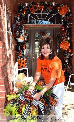 Matching bow is wired on to Twister grass wreath. Halloween Doorway, Halloween Veranda, Halloween Trees, Halloween Porch, Halloween Home Decor, Diy Halloween Decorations, Holidays Halloween, Scary Halloween, Halloween Crafts