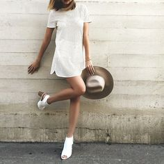 free shipping 98721 078bd White mesh dress with side slits, open to chunky heel slingback shoes, and  a straw hat with white band.