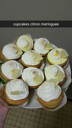 cupcakes facon citron meringuée coeur lemon curd