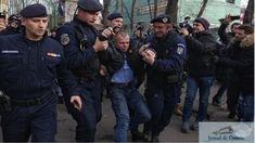 """Malin Bot, ridicat cu forța de jandarmi din fața sediului PSD. În sfârșit, slugile l-au răzbunat pe Dragnea. Malin Bot a fost ridicat de jandarmi si bagat in duba jandarmeriei din fata sediului PSD din Bucuresti. Acesta a opus rezistenta, acuzand ca este un """"abuz"""", si a rupt un semn de circulatie din fata portii. ..."""