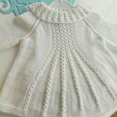 Marian Shrug Knitting pattern by Taiga Hilliard DesignsKol altına 7 ilmek atın ve 1 sKloş Cardigan Making in the Case of Coffee Cracking.This Pin was discovered by Gön Shrug Knitting Pattern, Kids Knitting Patterns, Knitting For Kids, Baby Patterns, Baby Knitting, Crochet Baby, Knitted Baby Cardigan, Knitted Baby Clothes, Knitted Coat