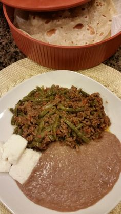 NOPALITOS w/GROUND BEEF INGREDIENTS Ground beef, 1 jar nopalitos (cactus), salt, garlic & ground pepper, 1/2 onion, 1 poblano chile & 2 Roma tomatoes, finely chopped, 2 mini Knorr chipotle seasoning cubes. In a pan, with 1 tsp oil brown the meat, seasoning w/salt, garlic & pepper, as it begins to brown add the onion, saute for 2 min, add tomato and chile, cover and cook over medium low heat for a few min