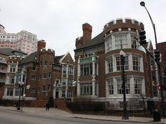 Chicago Apartment Building, Edgewater Manor in Chicago, Bryn Mawr and Kenmore Ave.
