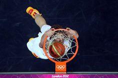 Juegos Olímpicos Londres 2012 - Mate de Pau Gasol, que se cuelga del aro.