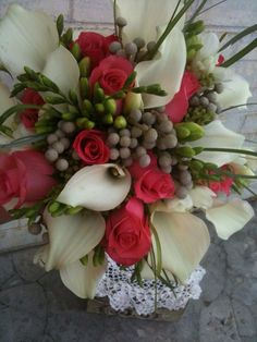 Calla lily,  Roses and Silver Brunia MindisFloral.com
