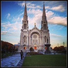 La Basilique  de Sainte-Anne-de-Beaupré est le premier lieu de pèlerinage du continent nord-américain.