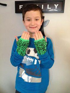 Crochet Fingerless gloves for boys! (Easy double crochet with bright Red Heart yarn)