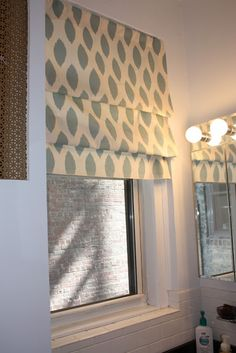 No-sew faux roman shade. This is a simple and clever method. Perfect for our rental because it requires no drilling or making holes on the wall. curtains with prints, home decoration Window Coverings, Window Treatments, Kitchen Blinds, Kitchen Windows, Bathroom Blinds, Bathroom Windows, Kitchen Curtains, Basement Windows, Kitchen Sink