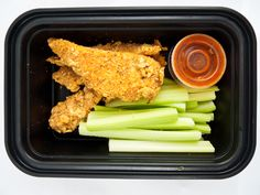 Buffalo Chicken with Celery each hCG protocol meal is pre-portioned and delivered ready to heat and enjoy! Get Healthy, Healthy Meals, Healthy Eating, Healthy Recipes, Hcg Recipes, Gourmet Recipes, Hcg Diet, Buffalo Chicken, Fresh Vegetables