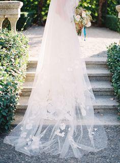 R-long-wedding-veil-flowers