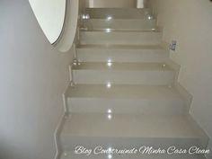 Lindas e modernas!     Quem disse que revestimento para escadas deve ser apenas mármores ou granitos? O porcelanato está em alta na arqu...