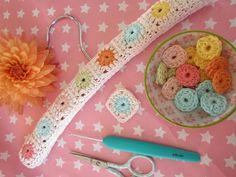@ GeHaakt door Marijtje:  Tutorial in Dutch - crochet cover for baby clothes hanger