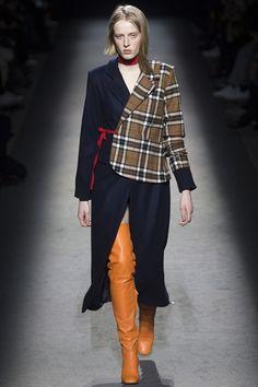 Jacquemus Fall 2016 Ready-to-Wear Collection Photos - Vogue Fashion Week, Look Fashion, Runway Fashion, High Fashion, Winter Fashion, Fashion Show, Womens Fashion, Fashion Design, Tartan Fashion