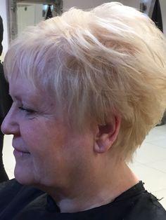 Full head scalp bleach using Wella Professional Blondor scalp bleach and Illumina as a glossing