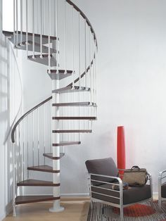 The Fontanot Spin T staircase made up of 15 or 16 rises and is complete with railing. The railing is available in the models: 030 with vertical steel baluster and 010 A In Loco, Loft Bathroom, Structure Metal, Spiral Staircase, Staircases, Crystal Palace, Decoration, Contemporary, Modern