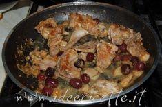 Coniglio alla cacciatora in padella Cacciatore, Food And Drink, Chicken, Desserts, Recipes, Olive, Happy, Pink, Pies