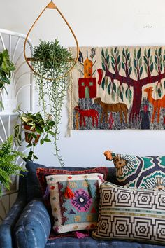 The bohemian look throws all the interior decorating rules out the window. When you embrace boho home decor, you get to decorate however you want. Bohemian Interior, Bohemian Decor, Living Room Inspiration, Home Decor Inspiration, Houses Architecture, Boho Home, Bohemian Living, Awesome Bedrooms, Eclectic Decor