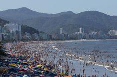 Quem conhece as belas praias de Santa Catarina sabe que em seu litoral recortado há muitas baías e enseadas. Conheça a praia do Estaleiro.