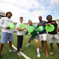 Frisbee Expert Brodie Smith Teams Up with ND Football for Wild Campus Trick Shot | Bleacher Report