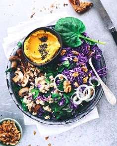 """""""Buddha plate"""" time . Chou rouge mandoliné finement champignons poelés """"fomage"""" émietté pousses d'épinards fraiches noix concassées  """"houmous du soleil"""" et petit assaisonnement bien nutritif & gourmand (merci les omégas 3) ... pour couronner le tout ! Un délice pour les papilles (les miennes en tout cas !) et pour le corps tout entier  Recette sur le blog (link on profile ) ! #greenfood #healthy #healthyfood #eatnatural #eatclean #naturopathie #cuisinebio #organicfood #cuisinevegetale…"""