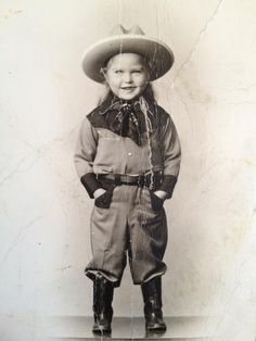 Cutes little Cowgirl :: Little Cowgirl, Cowboy And Cowgirl, Cowgirl Style, Vintage Children Photos, Vintage Pictures, Vintage Images, Old West, Westerns, Vintage Cowgirl