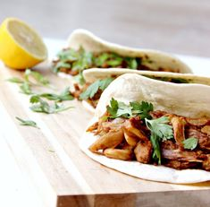 Vegan Pulled Pork, Salsa Verde, Bbq, Plant Based Recipes, Tofu, Vegan Vegetarian, Vegan Recipes, Veggies, Lunch