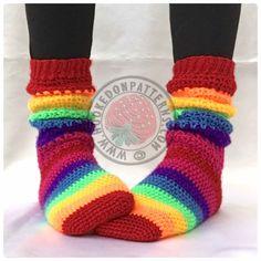 Crochet Leg Warmers, Crochet Slippers, Cute Crochet, Crochet Yarn, Crochet Scarves, Beautiful Crochet, Bed Socks, Colorful Socks, Happy Socks