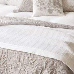 alina couvre lit et housse de coussin grand deux places tg deux places ikea objets de. Black Bedroom Furniture Sets. Home Design Ideas