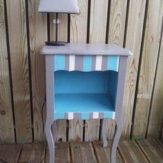 Table de chevet ancien bleu turquoise et gris feutrine