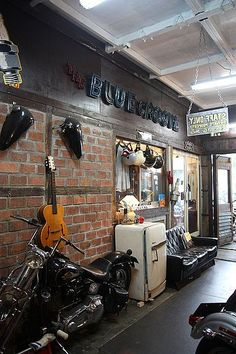Man cave garages are an essential way for any man to relax and enjoy some much needed alone time. Below are some of our best man cave garage ideas! Man Cave Garage Ideas For Your In Home Escape (Pictures) Man Cave Garage, Garage House, Garage Shop, Car Garage, Man Cave Loft, Car Man Cave, Mechanic Garage, Garage Doors, Motorcycle Shop