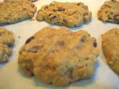 Breakfast cookies? Yes please! Healthy cookie option: less sugar plus fruits/oats.