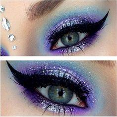 Glorious Blue Fairy Makeup: 70 Halloween Makeup Ideas https://femaline.com/2017/10/20/blue-fairy-makeup-70-halloween-makeup-ideas/