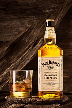 Honey Whiskey, Cigars And Whiskey, Scotch Whiskey, Bebidas Jack Daniels, Glenlivet Whisky, Fun Drinks, Alcoholic Drinks, Jack Daniel's Tennessee Whiskey, Brewery Design