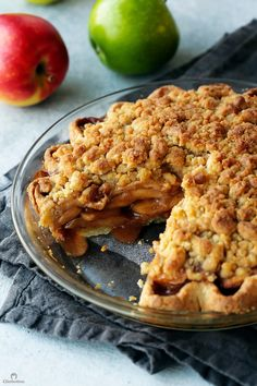 sweetoothgirl: APPLE CRUMB PIE - December 11 2018 at - and Inspiration - Yummy Sweet Meals And Chocolates - Bakery Recipes Ideas - And Kitchen Motivation - Delicious Sweets - Comfort Foods - Fans Of Food Addiction - Decadent Lifestyle Choices Pie Crumbs Recipe, Pie Crust Recipes, Apple Pie Recipes, Crumb Pie Crust Recipe, Apple Crumb Pie, All Butter Pie Crust, Apple Benefits, Apple Filling, Chocolate Pies
