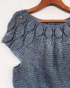 Salut à tous! 🌿🦋🌿Soon my New own design of sweater 🌿🦋 Pull Crochet, Crochet Jumper, Crochet Diy, Crochet Skirts, Crochet Cardigan Pattern, Crochet Woman, Crochet Blouse, Crochet Shawl, Crochet Clothes