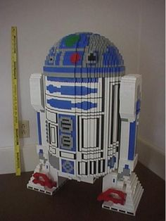 R2-D2 made from legos