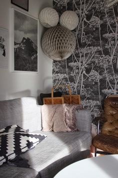 Papier peint Cow Parsley de Cole and Son pour un salon cosy..
