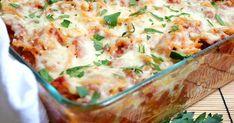 Μια συνταγή για ένα λαχταριστό, πεντανόστιμο φαγητό με ζυμαρικό, κιμά πασπαλισμένο με λιωμένα τυριά.    Υλικά συνταγής  1/2 κιλό κιμά μοσχαρίσιο ή ανάμεικτο με χοιρινό  1/2 κιλό [1 πακέτο] ταλιατέλες  1 καρότο τριμμένο στο τρίφτη  1 μεγάλο κρεμμύδι ψιλοκομμένο  1 κύβο [ζωμός]