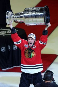 Blackhawks center Jonathan Toews hoists the Stanley Cup Monday night at the United Center in Chicago.