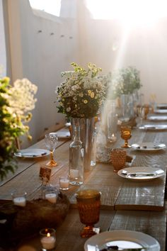 """Love this rustic-modern look! ask us about our farmtables, our amber goblets, our vintage flatware, and our """"marguerite"""" collection of mismatched white Green Wedding Decorations, Table Decorations, Carpe Diem, Rustic Style, Modern Rustic, Square Wedding Tables, Lunch Table Settings, Wedding Entrees, Outdoor Dinner Parties"""