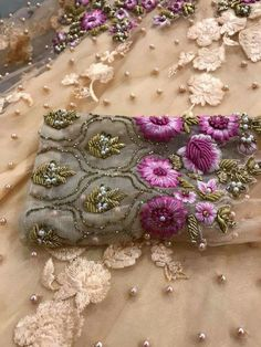 You can access more content by visiting the site. Embroidery Hearts, Hand Work Embroidery, Hand Embroidery Designs, Embroidery Stitches, Embroidery Patterns, Machine Embroidery, Tambour Beading, Tambour Embroidery, Couture Embroidery