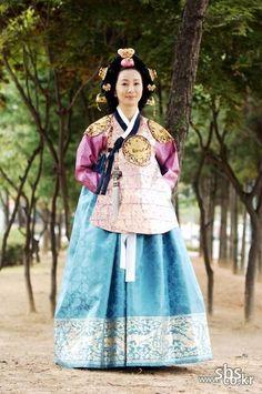 The King and I(Hangul:왕과 나;hanja:王과 나;RR:Wanggwa Na) is a South Korean historical drama series that aired onSBS. StarringOh Man-seok,Ku Hye-sunandGo Joo-won. 인수대비 전인화
