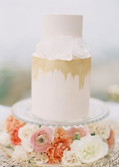 Incredibly Chic Peach And Gold Beach Wedding Inspiration Gold Beach Wedding, White And Gold Wedding Cake, Metallic Wedding Cakes, Yacht Wedding, Mod Wedding, Garden Wedding, Wedding Ceremony, White Gold, Beautiful Wedding Cakes