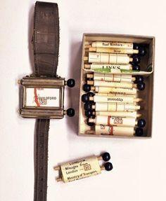 Первый навигатор появился в 1920 году. Похожи на часы, в комплекте с картами. Крутить их нужно было вручную.
