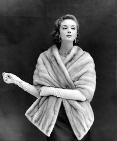 Champagne Mink Stole - photo by Kenneth Heilbron Vintage Glamour, Vintage Fur, Mode Vintage, Vintage Beauty, Vintage Ladies, 50s Glamour, Fur Fashion, 1950s Fashion, Fashion Photo