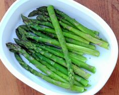 Today's microwave recipe: How to cook fresh asparagus in the microwave, quick 'n' easy and absolutely delicious. Steamed Asparagus, How To Cook Asparagus, Asparagus Recipe, Steamed Vegetables, Veggie Side Dishes, Vegetable Dishes, Side Dish Recipes, Vegetable Recipes, Meals