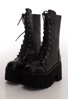 Black Chunky Heels, Black Ankle Boots, Black Heels, High Heels, Girls Sandals, Girls Shoes, Streetwear, Dark Blue Jeans, Me Too Shoes