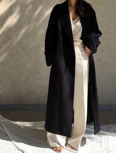 Korean Fashion – How to Dress up Korean Style – Designer Fashion Tips Black And White Outfit, Beige Outfit, Foto Fashion, Street Fashion, Fashion Mode, Catwalk Fashion, Slow Fashion, Latest Fashion, Womens Fashion